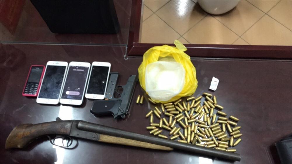 Phát hiện 2 khẩu súng với hơn 100 viên đạn cùng ma túy ở Quảng Ninh